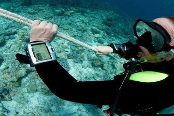 sub con orologio subacqueo con profondimetro